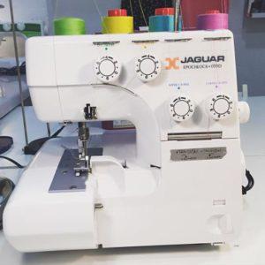 coser con overlock máquina