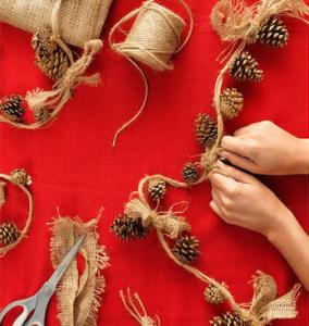 5 adornos navide os con tela de saco tienda talleres y - Cuadros con tela de saco ...
