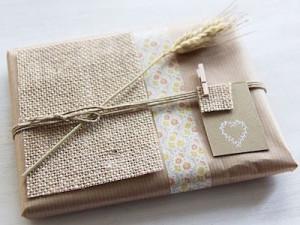 envolver regalos originales arpillera