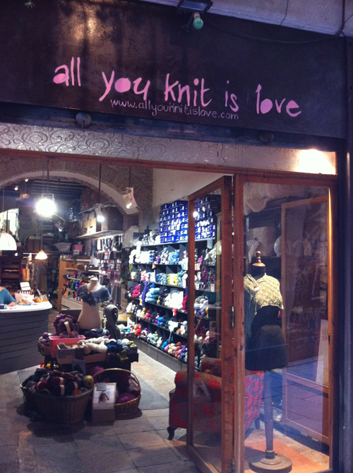 http://luluferris.com/imagenes/all-you-knit-is-love.jpg