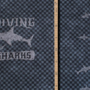diving_with_sharks_1