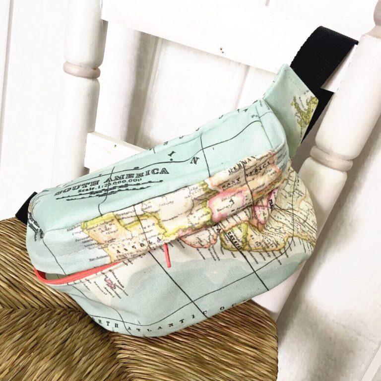 Riñonera impermeable con cremallera y tela de mapamundi